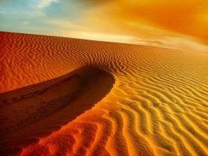 辽阔沙漠桌面壁纸