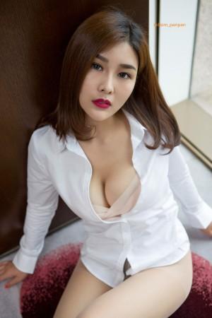 闫盼盼白色衬衫诱惑写真套图