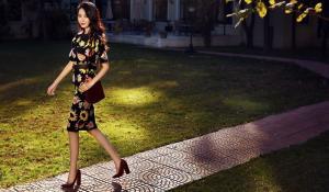 女星李斯羽时尚街拍唯美性感长腿吸睛