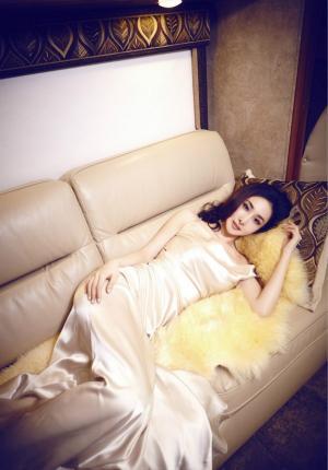 美女王若心杂志大片写真