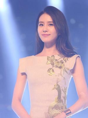 古典美女刘诗诗穿旗袍秀曲线身材