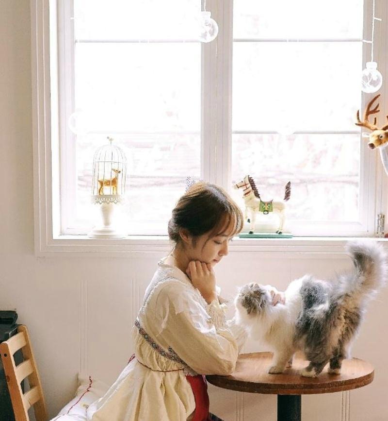 温柔安静妹子音乐钢琴舒适感情唯美时尚写真
