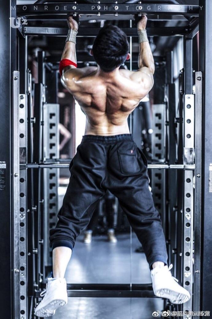 武警肌肉帅哥,肌肉线条真的很棒