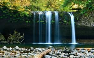山间瀑布唯美自然风光图片壁纸