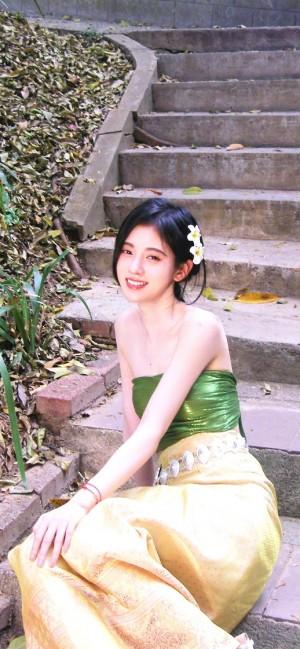 鞠婧祎傣族服饰养眼手机壁纸