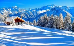 大雪过后迷人美丽的村庄