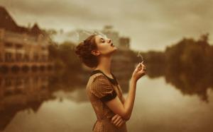 女人抽烟的图片唯美侧脸好看