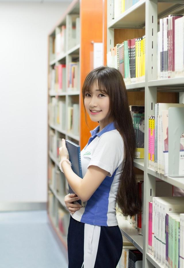 清纯性感学生妹的图书馆美好的一天