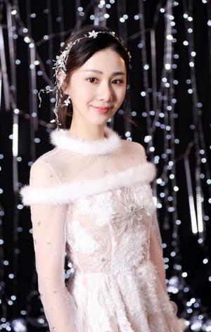 刘颖伦性感仙女白裙写真图片