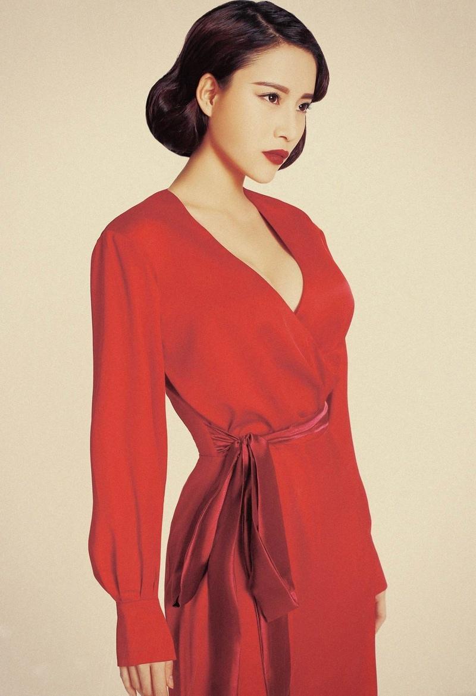 蔡蝶红衣高跟复古风情时尚写真大片