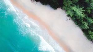 唯美航拍海滩美景高清桌面壁纸