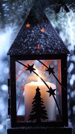 大雪天的圣诞蜡烛