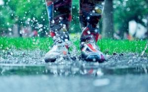 下雨天听雨滴声