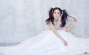 谢娜刺绣黑纱变身神秘新娘