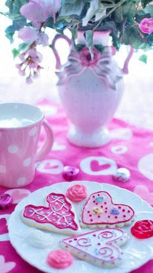 粉色的爱心情人节甜点图片
