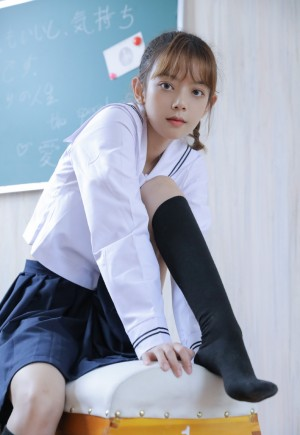 教室美女大学生JK制服黑丝美腿写真