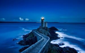 海边唯美的灯塔风光