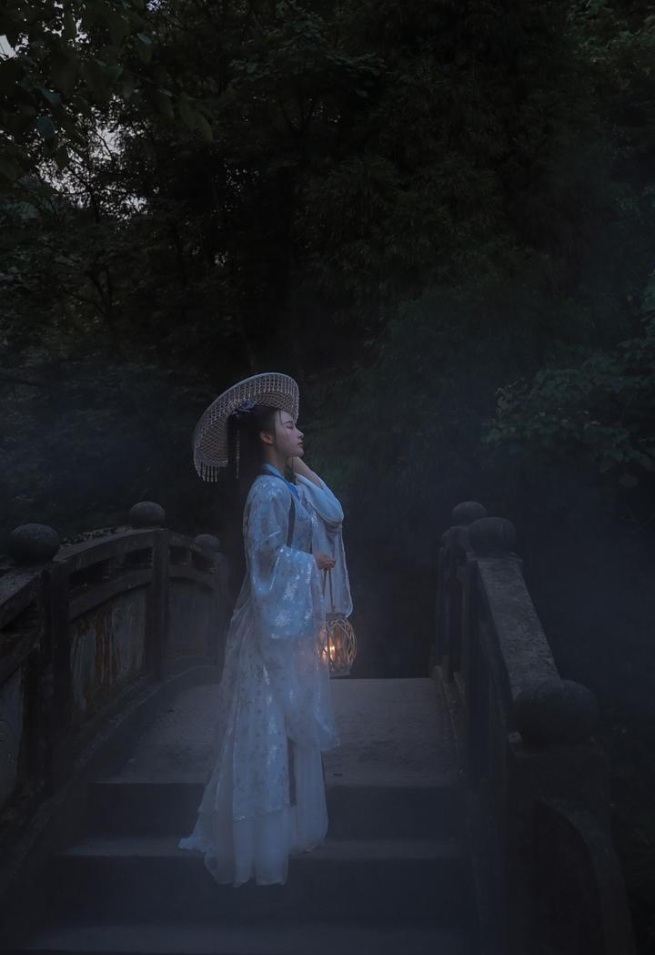 古典优雅古装美女艺术摄影图片