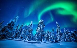 夜空中难得一见的唯美北极光
