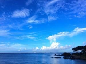清澈蔚蓝的天空桌面壁纸