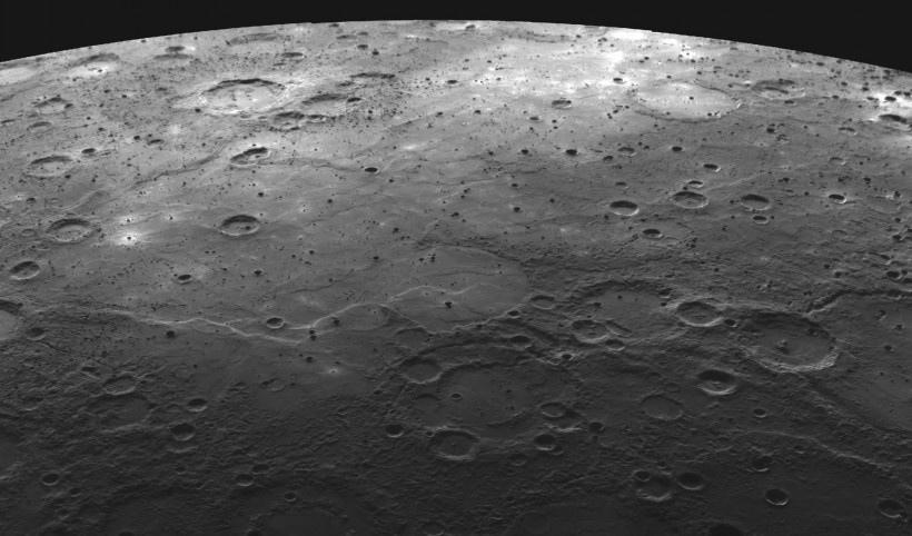 宇宙星空与月亮写真图片