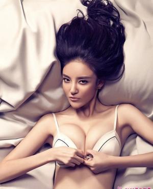 亚姐冠军刘雨欣  蕾丝情调写真
