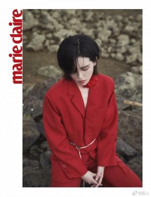 陆柯燃红色西装造型简约大气写真图片