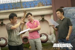 《疯狂的外星人》导演宁浩拍摄现场