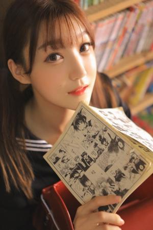 日本清纯美女图书馆学生制服写真图片