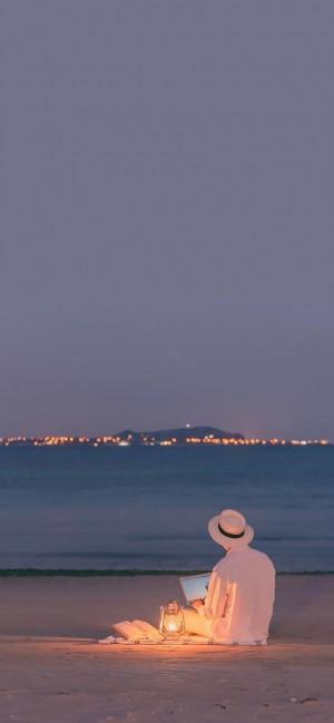 海邊的一個人孤獨背影