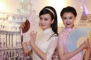 两美女霍思燕甘薇等穿旗袍为秦岚庆生
