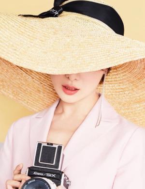 王汀干练粉色西装利落短发妆容精致时尚写真图片