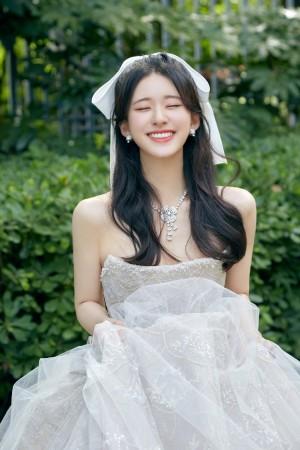 赵露思清甜优雅的少女风情写真