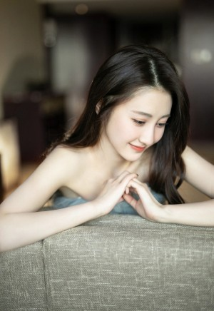 马泽涵抹胸裙优雅写真图片
