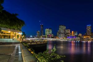 夜灯 桥梁 河流 摩天大楼 澳大利亚 布里斯本 壁纸