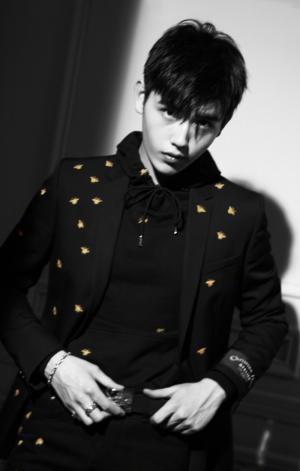 陈飞宇酷帅撩人黑白写真图片