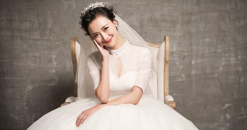 杨舒化身优雅小女人时尚婚纱写真大片
