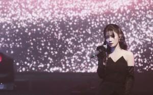 陈意涵纯黑酷美舞台照图片
