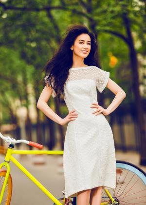 性感美女黄圣依登时尚杂志封面