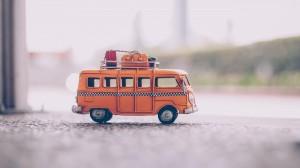 精致小巧的玩具汽车图片桌面壁纸