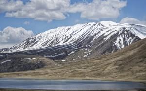 巍峨壮丽的雪山风景桌面壁纸
