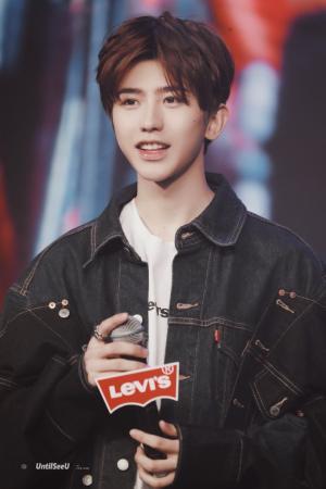 2019年超级流量明星蔡徐坤成为Levis品牌代言人