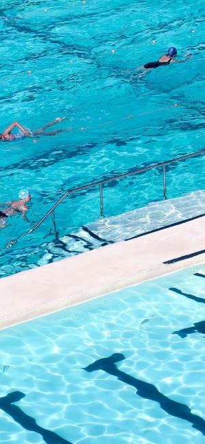 游泳池清澈小清新随拍手机壁纸