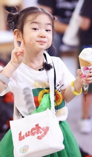 精选李乐褀小朋友各种可爱搞怪表情图片大全