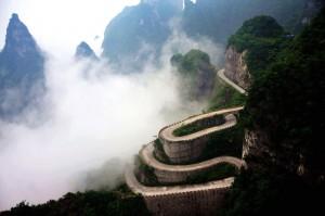 云雾缭绕的天门山风景区
