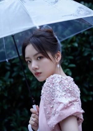 任敏粉色礼裙优雅明媚气质活动照图片