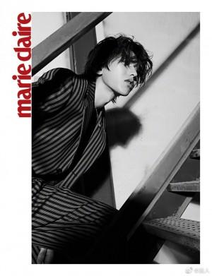 蔡徐坤条纹西装黑白氛围感写真图片
