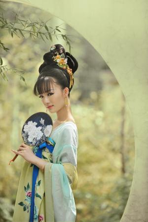 汉服簪花侍女美若天仙古装美女写真摄影