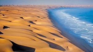 纳米比亚沙漠遇到大西洋