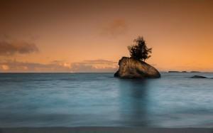 迷人绝美的海边风光桌面壁纸